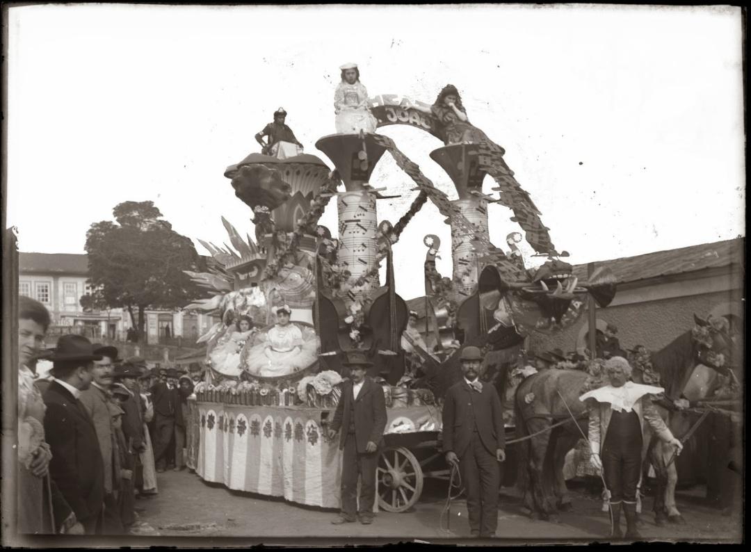 Canaval de 1905 - Carro alegórico à saída do Palácio de Cristal