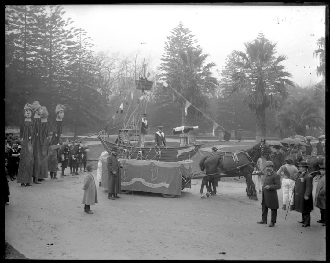 Carnaval de 1905. Gigantones nos jardins do Palácio de Cristal