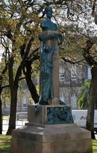 estátua júlio dinis